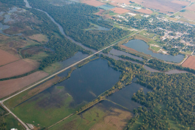 Aerial_view_of_a_flooded_Iowa_River_near_Marengo,_Iowa_October_2016_-_Photo_by_Eric_Johnson-400.jpg