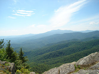 View from Blowing Rock Park, North Carolina, with the Blue Ridge Mountains in the foreground (photo courtesy of Zainubrazvi)