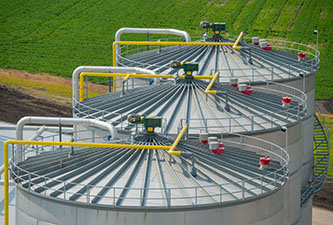 Fermentation tanks (in which yeast converts sugars into ethanol) at the POET-DSM cellulosic ethanol plant in Iowa (photo Courtesy of POET-DSM)